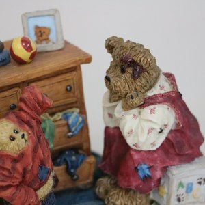 Boyds Bears Accents - Boyds Bear Resin Mon and Taylor Little Boy